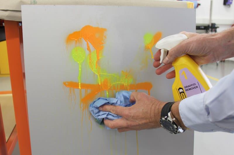 Innotec Graffiti Remover Graffitientferner 1 & 2 Anwendung 3